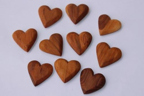 Herzen aus Olivenholz